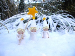 Poppenkinderen in de sneeuw